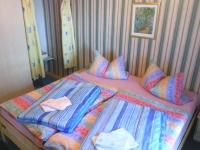 Schlafzimmer (1) mit kleiner Waschecke