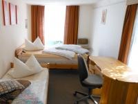 Schlafzimmer (2) ideal für 2-3 Kinder